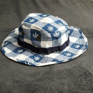 NWT LRG LEAF HAT